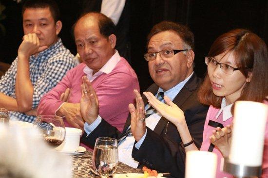 NTK Do Trinh Hoai Nam trao doi cung Ts Alok Bharadwaj hinh anh 2