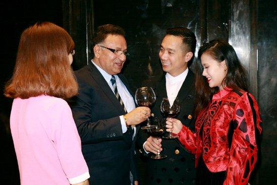 NTK Do Trinh Hoai Nam trao doi cung Ts Alok Bharadwaj hinh anh 6