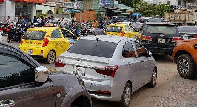 Hon 1.000 taxi o at theo nhau ra Phu Quoc hinh anh 2