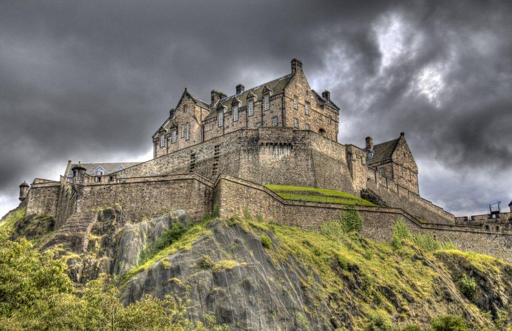 Bi an dung toc gay va nhung cau chuyen am anh ve lau dai ma am - noi chua nhieu ma nhat Scotland hinh anh 1