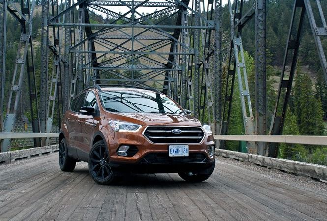 Giai ma uu va nhuoc diem cua Ford Escape 2018 hinh anh 1