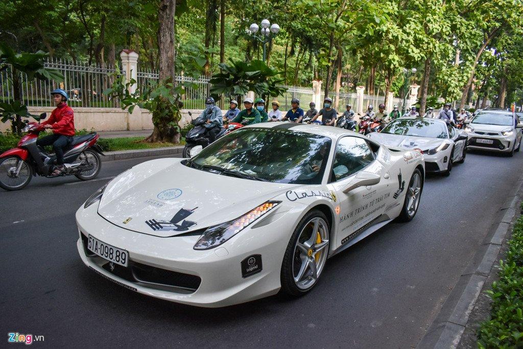 Sieu xe trieu USD cua ong Dang Le Nguyen Vu noi duoi tren pho Sai Gon hinh anh 7