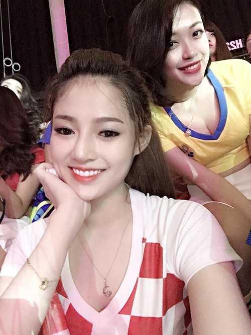 2 hot girl 'Nong cung Euro 2016' khien dan mang me man hinh anh 6