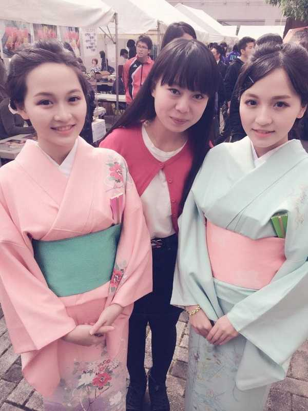 Chi em song sinh 9X xinh dep duoc cap von kinh doanh 300 trieu dong tai Nhat hinh anh 8