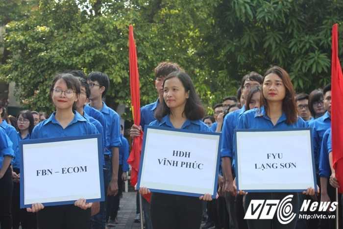 Gan 500 sinh vien DH Ngoai thuong nhay flashmob ra quan tinh nguyen hinh anh 4