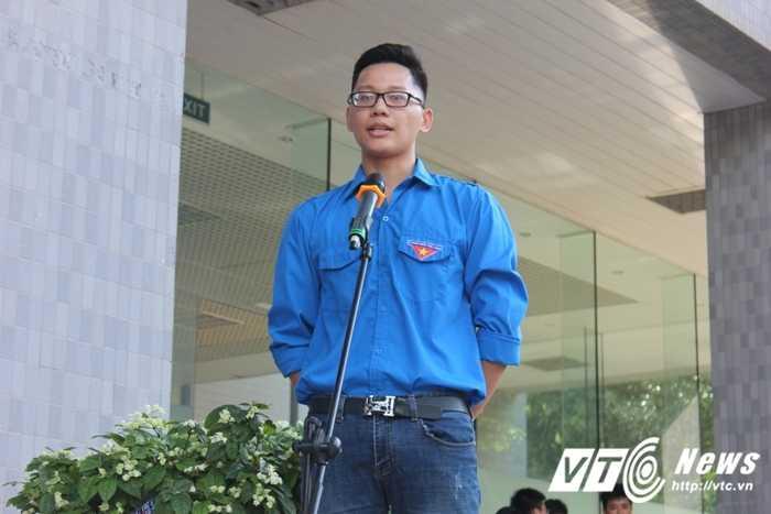 Gan 500 sinh vien DH Ngoai thuong nhay flashmob ra quan tinh nguyen hinh anh 3