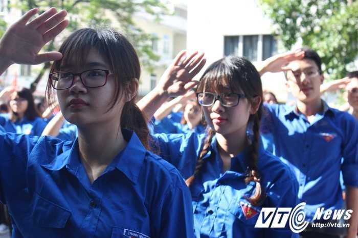 Gan 500 sinh vien DH Ngoai thuong nhay flashmob ra quan tinh nguyen hinh anh 7
