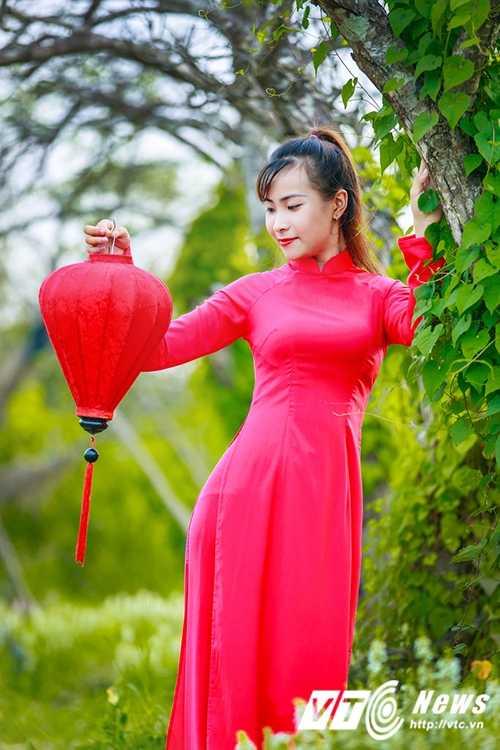 Nu sinh Su pham rang ro trong ta ao dai do don Trung thu hinh anh 9