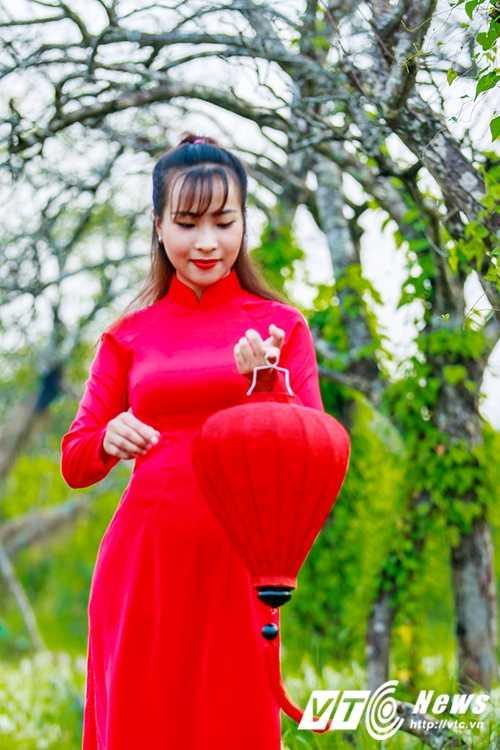 Nu sinh Su pham rang ro trong ta ao dai do don Trung thu hinh anh 11