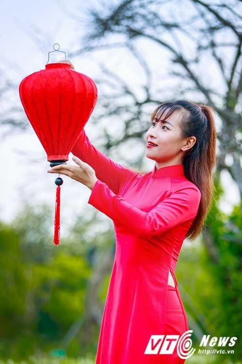 Nu sinh Su pham rang ro trong ta ao dai do don Trung thu hinh anh 5