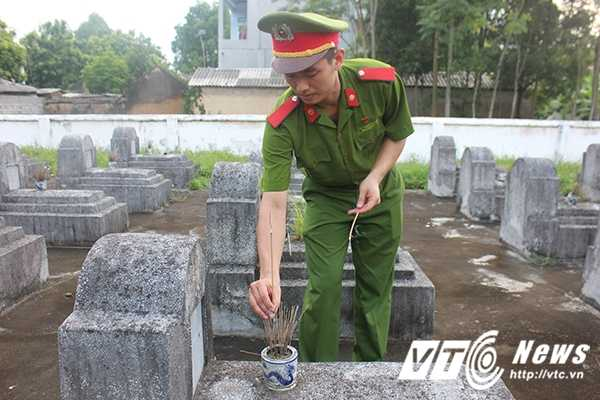Chien sy canh sat tre mang Trung thu am ap den voi tre em ngheo Bac Giang hinh anh 17