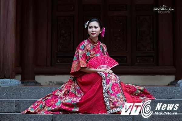 Hot girl Dai hoc Kiem sat Ha Noi quyen ru trong trang phuc co trang hinh anh 7