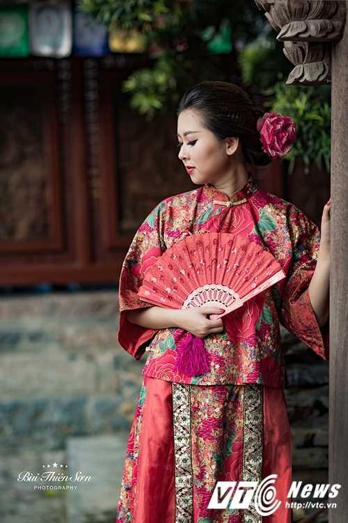 Hot girl Dai hoc Kiem sat Ha Noi quyen ru trong trang phuc co trang hinh anh 15