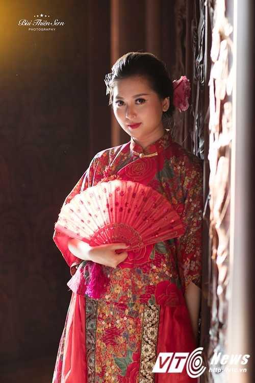 Hot girl Dai hoc Kiem sat Ha Noi quyen ru trong trang phuc co trang hinh anh 16