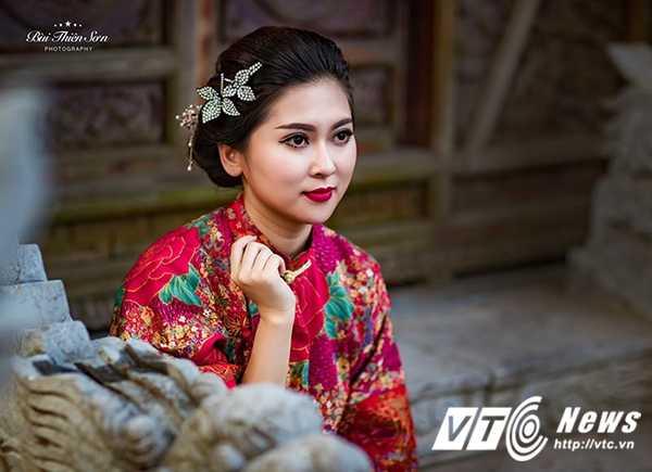 Hot girl Dai hoc Kiem sat Ha Noi quyen ru trong trang phuc co trang hinh anh 8