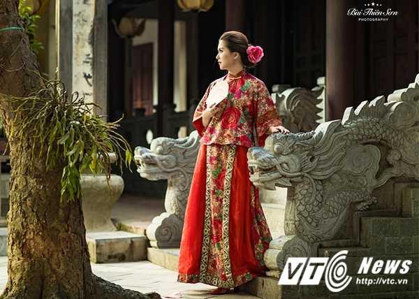 Hot girl Dai hoc Kiem sat Ha Noi quyen ru trong trang phuc co trang hinh anh 9