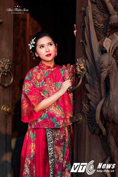 Hot girl Dai hoc Kiem sat Ha Noi quyen ru trong trang phuc co trang hinh anh 10