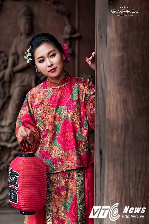 Hot girl Dai hoc Kiem sat Ha Noi quyen ru trong trang phuc co trang hinh anh 20