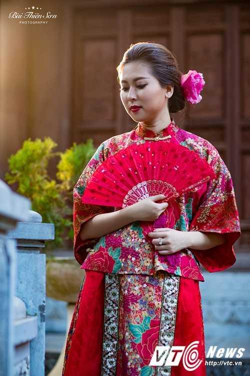 Hot girl Dai hoc Kiem sat Ha Noi quyen ru trong trang phuc co trang hinh anh 17