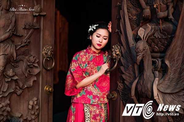 Hot girl Dai hoc Kiem sat Ha Noi quyen ru trong trang phuc co trang hinh anh 3