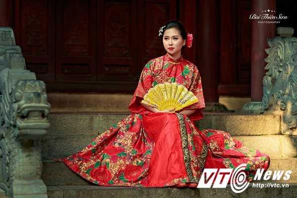 Hot girl Dai hoc Kiem sat Ha Noi quyen ru trong trang phuc co trang hinh anh 2