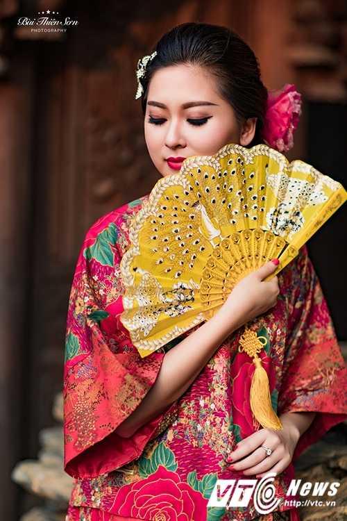 Hot girl Dai hoc Kiem sat Ha Noi quyen ru trong trang phuc co trang hinh anh 11