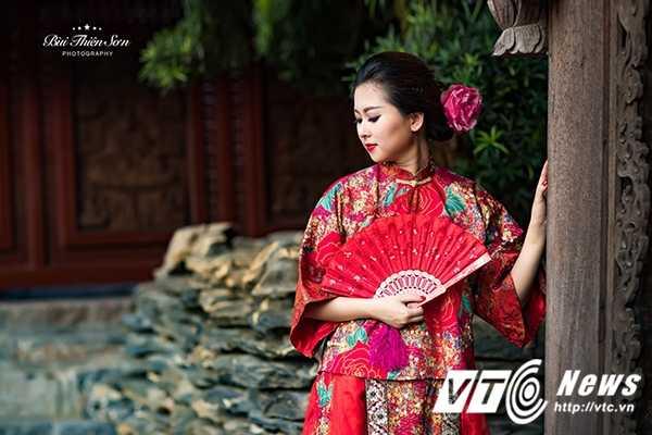 Hot girl Dai hoc Kiem sat Ha Noi quyen ru trong trang phuc co trang hinh anh 4