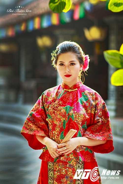 Hot girl Dai hoc Kiem sat Ha Noi quyen ru trong trang phuc co trang hinh anh 13
