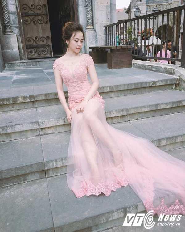 Ngam ve dep trong veo cua hot girl Dai hoc Phuong Dong hinh anh 10