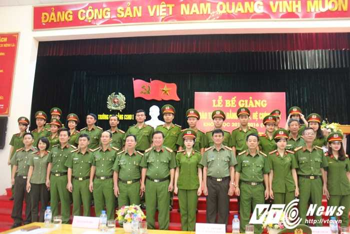 Nu thu khoa xinh dep duoc vinh danh trong le tot nghiep truong Cao dang Canh sat nhan dan I hinh anh 14