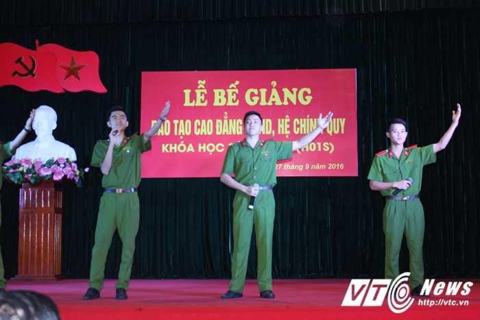 Nu thu khoa xinh dep duoc vinh danh trong le tot nghiep truong Cao dang Canh sat nhan dan I hinh anh 5