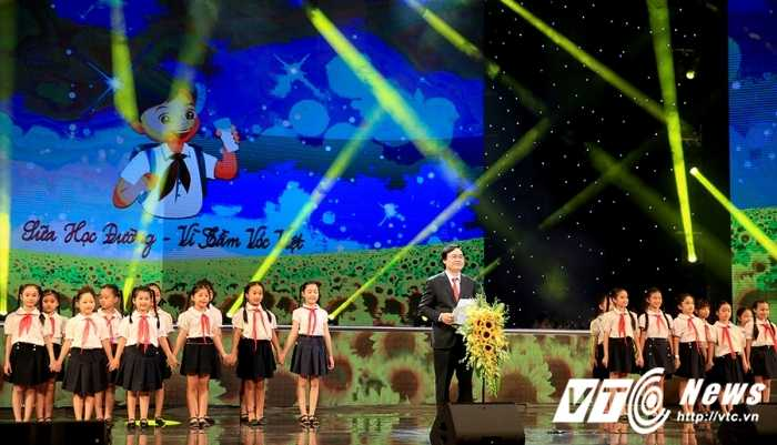 Ong Nguyen Thien Nhan: Phat trien nguon luc con nguoi la quan trong nhat hinh anh 2