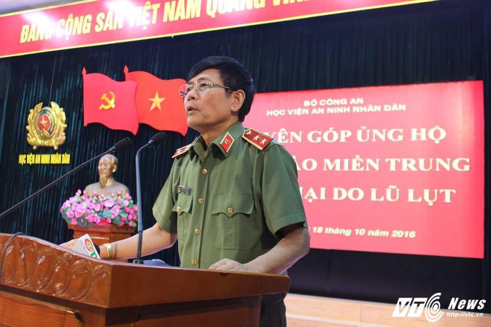 Hoc vien An ninh nhan dan quyen gop ung ho dong bao mien Trung hinh anh 1