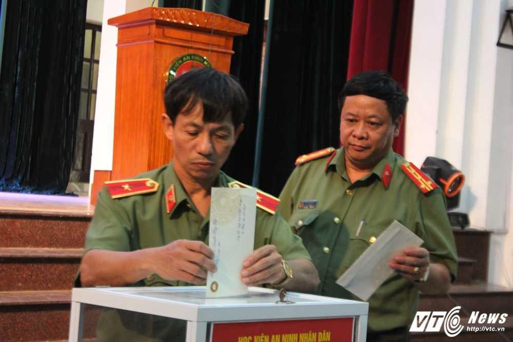 Hoc vien An ninh nhan dan quyen gop ung ho dong bao mien Trung hinh anh 5
