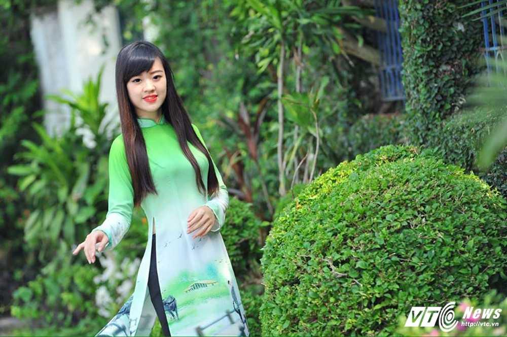 Hot girl DH Phong chay Chua chay gioi tieng Anh, me mua bung hinh anh 10