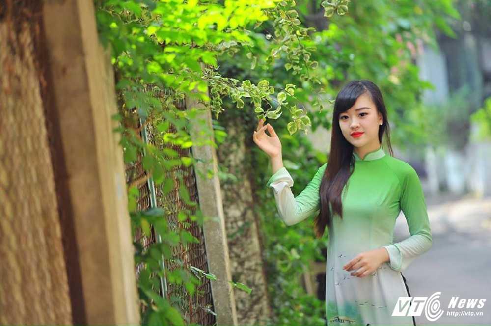 Hot girl DH Phong chay Chua chay gioi tieng Anh, me mua bung hinh anh 15