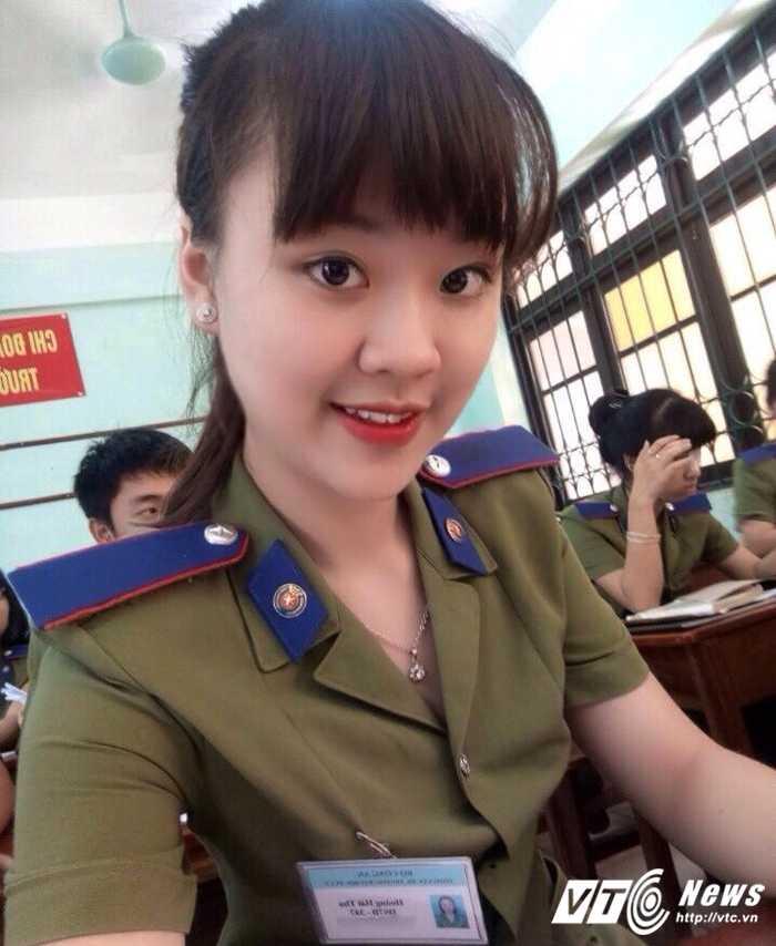 Hot girl DH Phong chay Chua chay gioi tieng Anh, me mua bung hinh anh 3