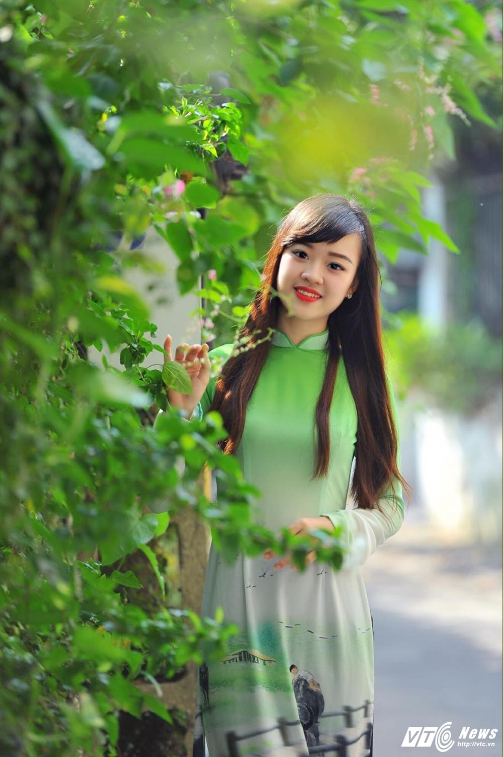 Hot girl DH Phong chay Chua chay gioi tieng Anh, me mua bung hinh anh 6
