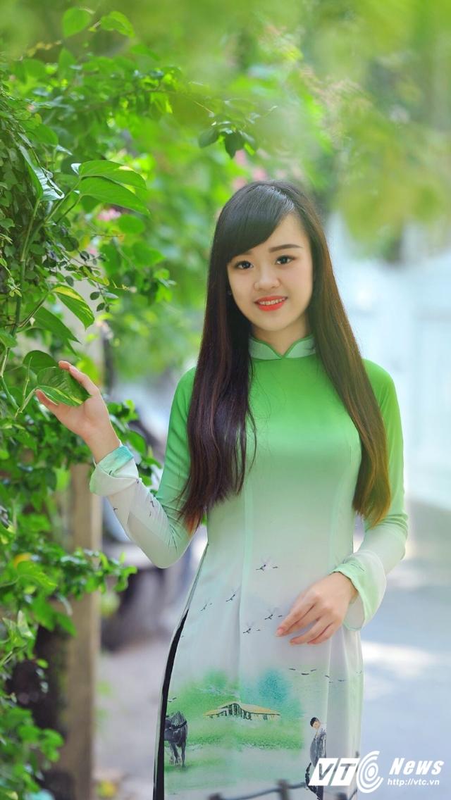Hot girl DH Phong chay Chua chay gioi tieng Anh, me mua bung hinh anh 7