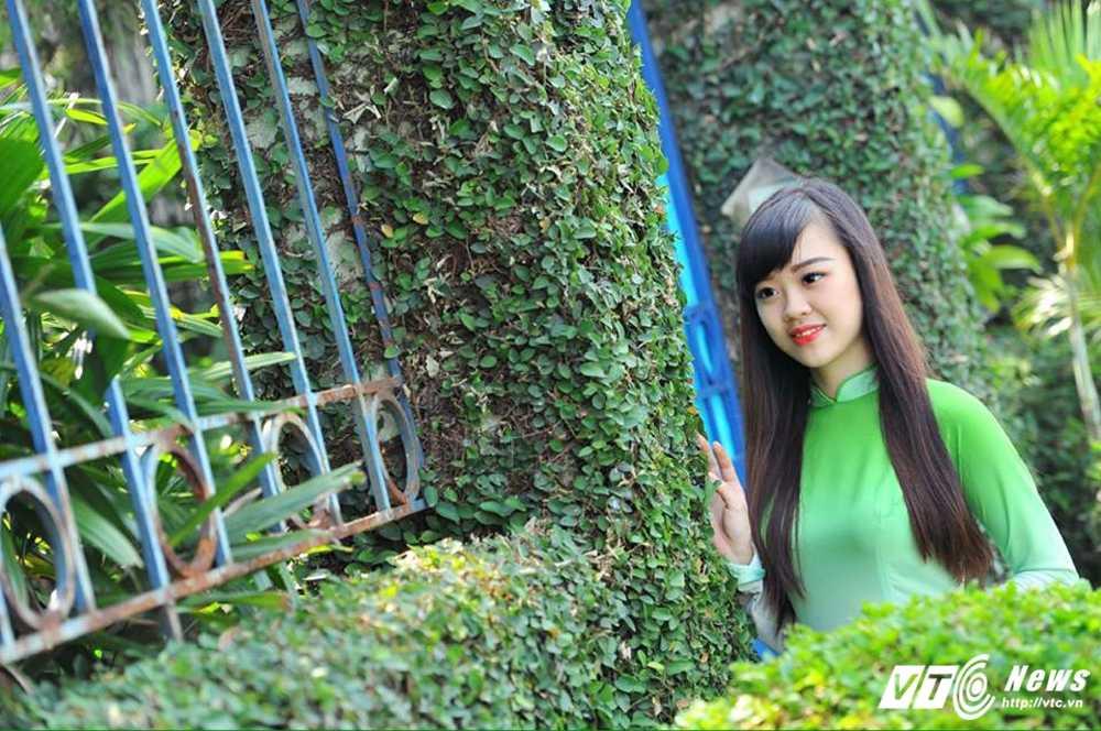 Hot girl DH Phong chay Chua chay gioi tieng Anh, me mua bung hinh anh 14