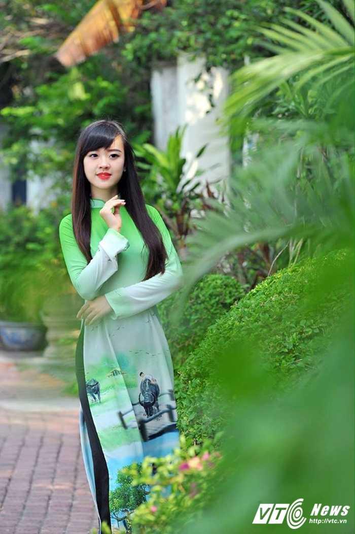 Hot girl DH Phong chay Chua chay gioi tieng Anh, me mua bung hinh anh 9