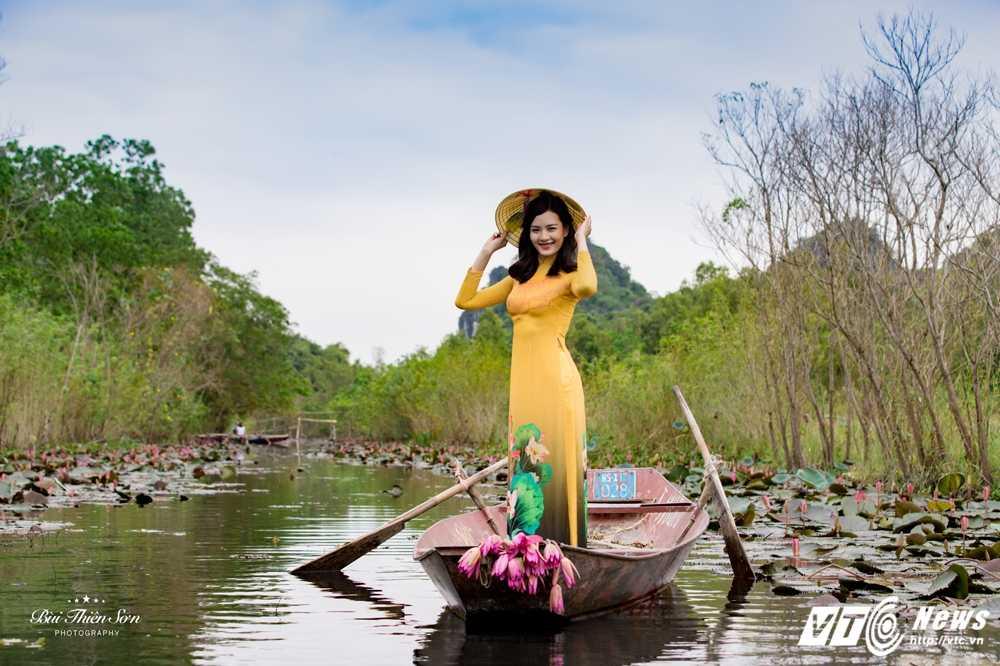 Nu sinh Ngoai thuong cao nhu sieu mau 'tha dang' tren Suoi Yen hinh anh 12