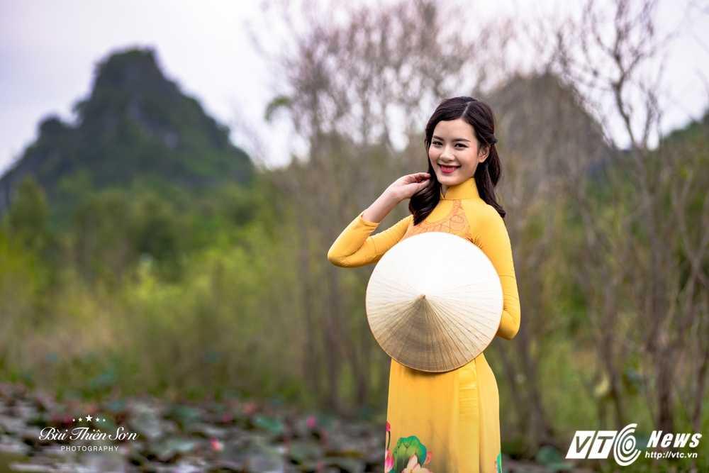 Nu sinh Ngoai thuong cao nhu sieu mau 'tha dang' tren Suoi Yen hinh anh 13
