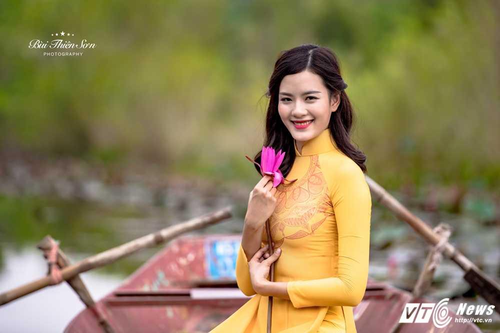 Nu sinh Ngoai thuong cao nhu sieu mau 'tha dang' tren Suoi Yen hinh anh 14