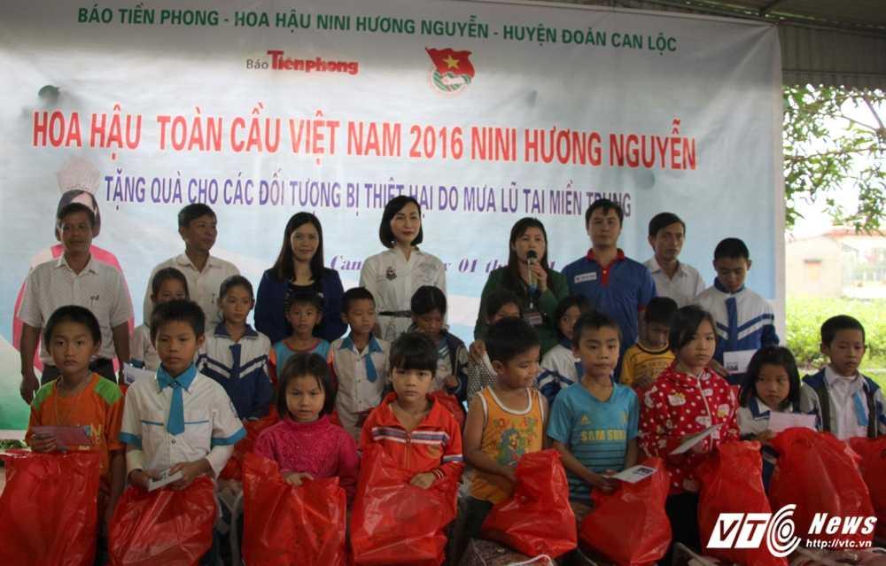 Hoa hau Viet Nam toan cautang qua cuu tro cho nguoi dan Ha Tinh hinh anh 4