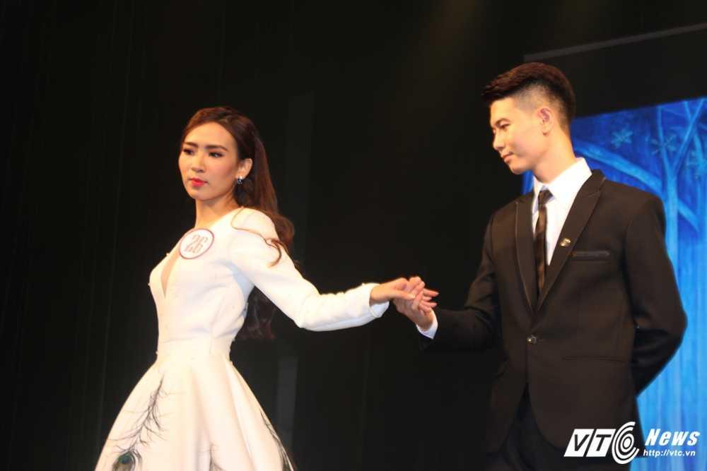 Nu sinh xinh dep dang quang 'Tai hoa duyen dang Duoc' 2016 hinh anh 12