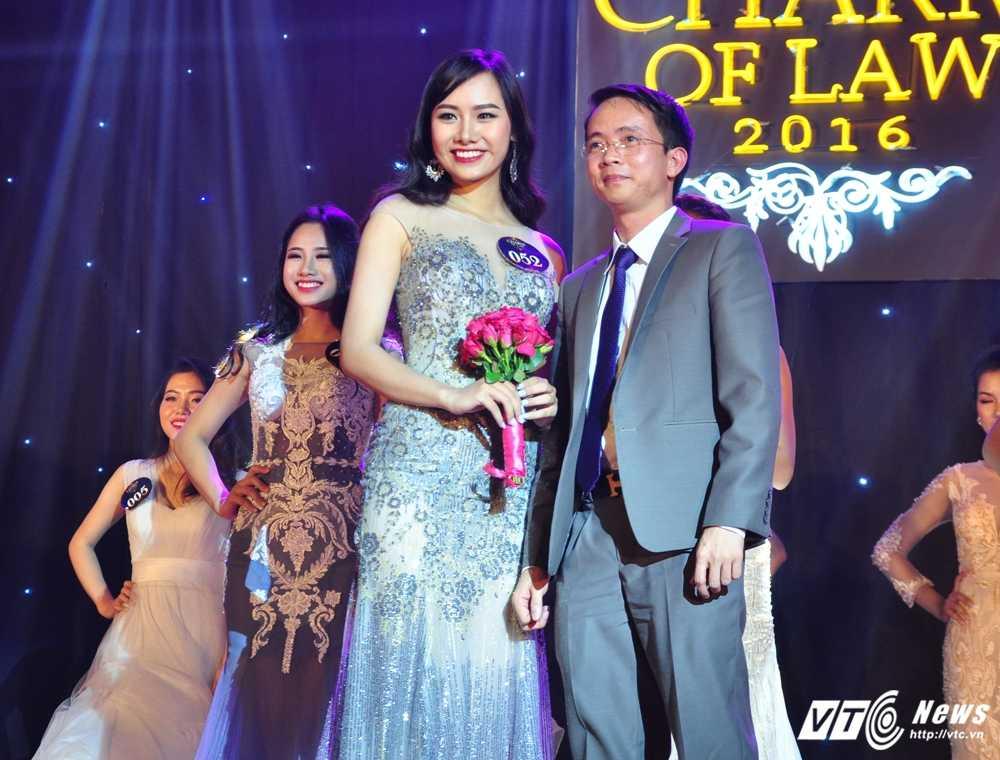 Da tim ra hoa khoi xinh dep, tai nang DH Luat Ha Noi 2016 hinh anh 15
