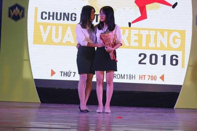 Nu sinh Hoc vien Tai chinh gianh ngoi vi quan quan 'Vua Marketing 2016' hinh anh 8