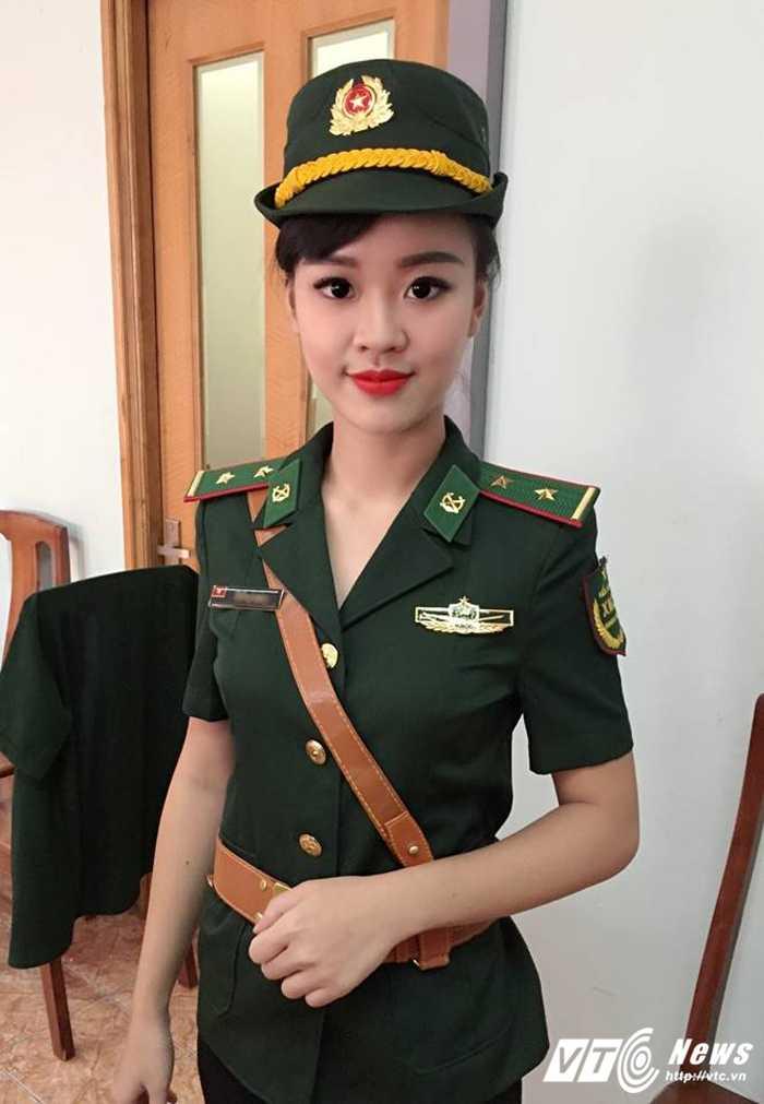 Hot girl DH Phong chay Chua chay tung khien thay co dau dau vi 'sieu quay' hinh anh 4