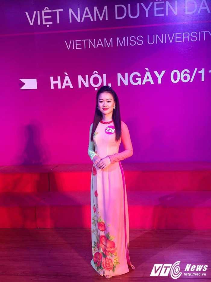 Hot girl DH Phong chay Chua chay tung khien thay co dau dau vi 'sieu quay' hinh anh 5